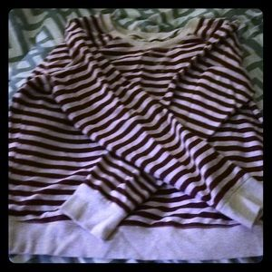 1x red and white striped long sleeved shirt